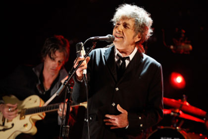 Bob Dylan, Neil Young... Por que continuam fazendo turnês próximos dos 80 anos?