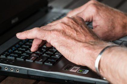 Site direciona empregos para profissionais com mais idade