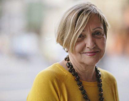 Após perder emprego aos 60 anos, ela criou franquia de bolos com mais de 200 lojas.