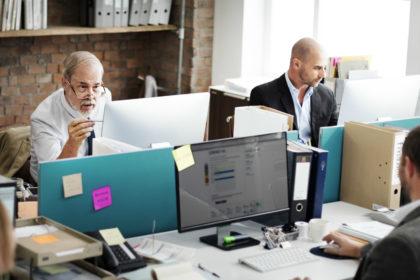 Como conseguir um emprego ou abrir um negócio na terceira idade? Veja 6 dicas