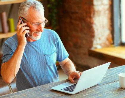 Mais idosos estão trabalhando - alguns por escolha, outros por necessidade