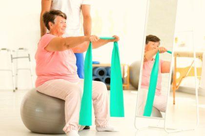 Exercício aumenta longevidade em idosos com problemas de saúde